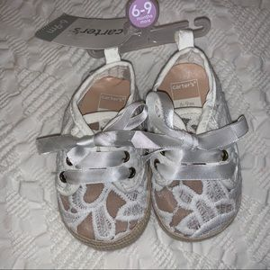 Carters adorable soft lace shoes 6/9 months  (new)